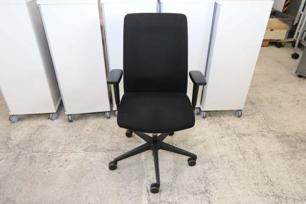 Interstuhl Bürodrehstuhl schwarz Sicht von vorne