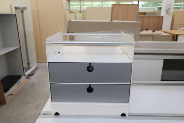 Invitation Einstell und Ablageboxen Vorderansicht Schubladenbox hier mit weißen Gehäuse