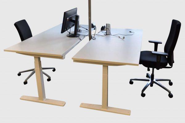 Kinnarps Serie P weiß Schreibtisch elektrisch höhenverstellbar Doppelarbeitsplatz