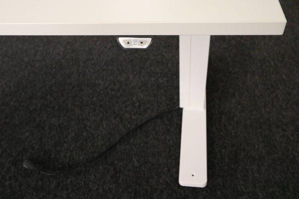 Kinnarps Serie P weiß Schreibtisch elektrisch höhenverstellbar Tischbein
