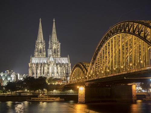 Ansicht des Kölner Doms bei Nacht