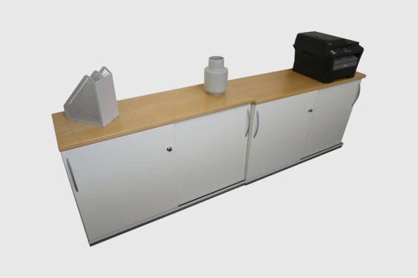 König & Neurath Chefbüro weiß Birne Echtholz mit elektrisch höhenverstellbarem Tisch Sideboards Detailansicht
