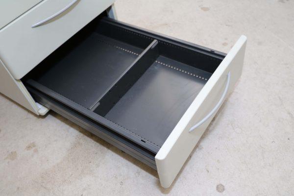 König & Neurath Rollcontainer grau mit Verfärbungen Detail 3 Lde