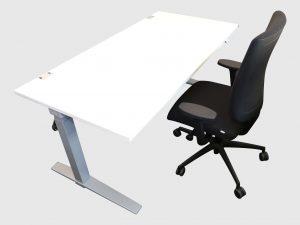 König und Neurath Talo.S elektrisch höhenverstellbar Schreibtisch weiß heruntergefahren Ansicht mit Stuhl