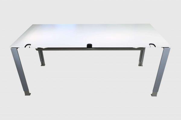 König und Neurath Do it 4 Schreibtisch weiß 180 x 80 cm Frontaansicht