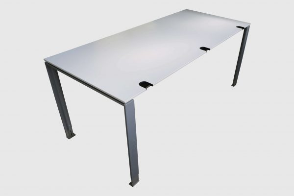 König und Neurath Do it 4 Schreibtisch weiß 180 x 80 cm Schrägansicht