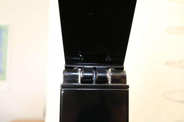 Luxit Top Ten Floor schwarz Designer Standlampe Detailaufnahme vom Scharnier