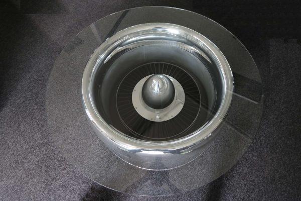 Moto Art Glas-Couchtisch aus echter Flugzeugturbine Aufsicht mit Glasplatte