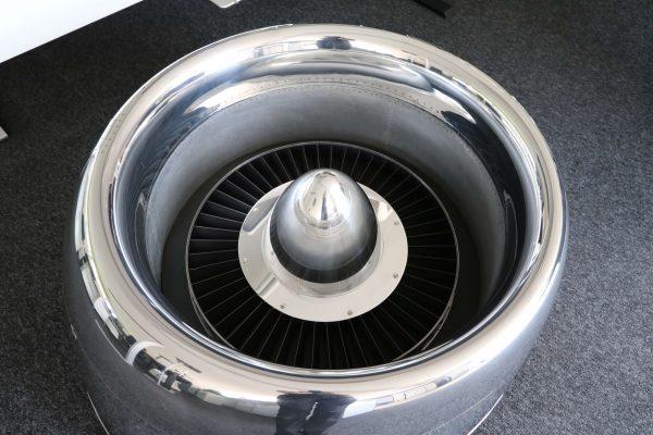 Moto Art Glas-Couchtisch aus echter Flugzeugturbine Aufsicht ohne Glasplatte