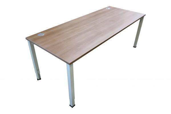 Oka Schreibtisch Nussbaum weiß verschiedene Größen vorrätig Schrägaufnahme