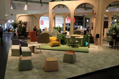 Orgatec 2018 - Bürotime Organische Möbel in erdigen Farben