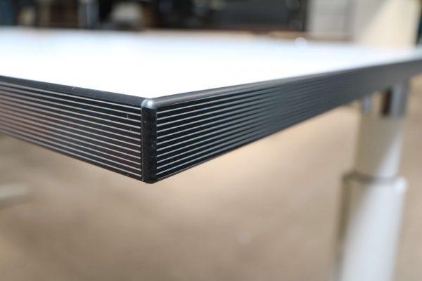 Palmberg Caldo Schreibtisch weiß mit Multiplexkante Kantenansicht