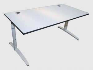 Palmberg Caldo Schreibtisch weiß mit Multiplexkante Schrägansicht