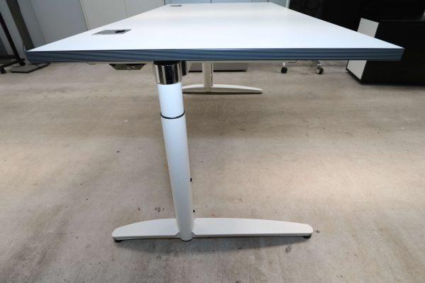 Palmberg Caldo Schreibtisch weiß mit Multiplexkante Seitenansicht