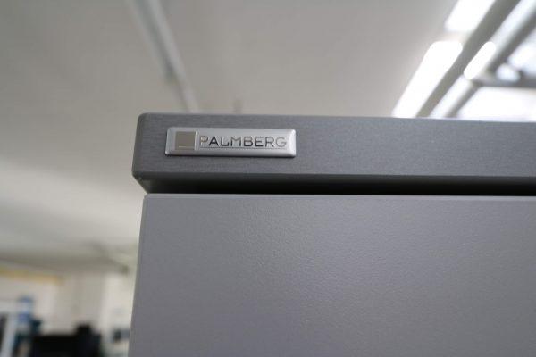 Palmberg Flügeltüren Aktenschrank silbergrau-lichtgrau Logo