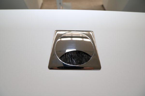 Palmberg Palmega Schreibtisch weiß Mustermöbel Kabeldurchlass