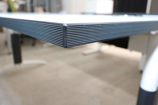 Palmberg Palmega Schreibtisch weiß Mustermöbel Multiplexkante