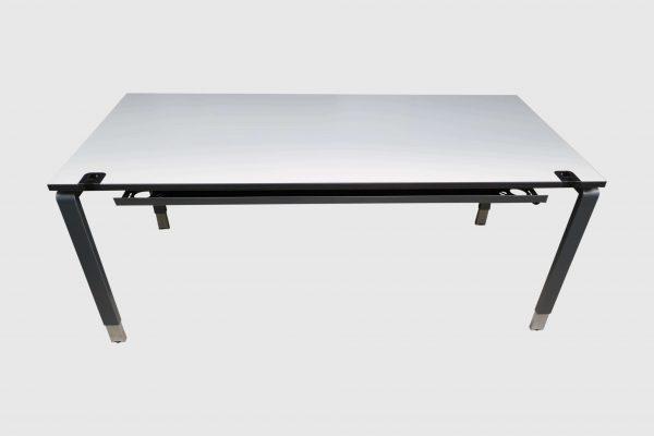 Palmberg Pensum Schreibtisch weiß schwarze Kante Frontalansicht