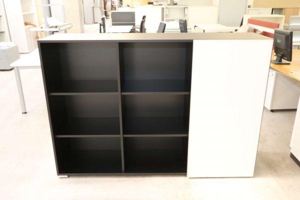 Palmberg Schiebetüren Sideboard mit weißer Glastür in schwarz Tür nach rechts geschlossen