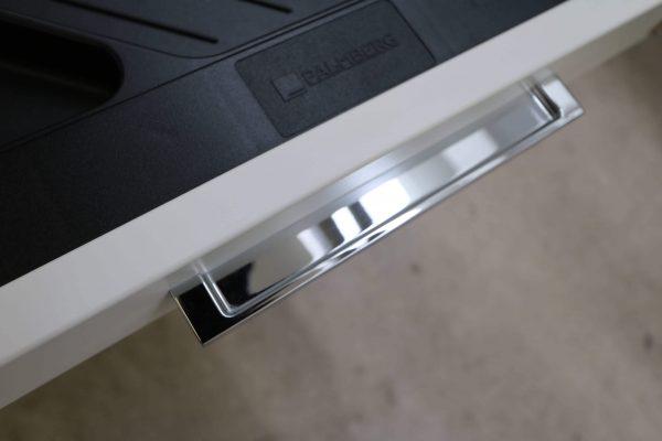 Palmberg Standcontainer weiß mit schwarzer Kante Griffdetail