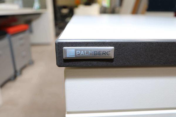 Palmberg Standcontainer weiß mit schwarzer Kante Logo