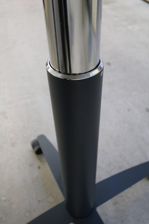Palmberg Steh-Sitz-Tisch weiß schwarze Kante - hydraulisch höhenverstellbar Hydraulikauszug