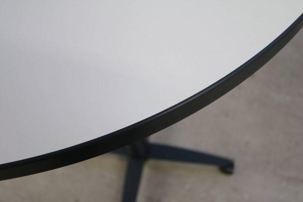 Palmberg Steh-Sitz-Tisch weiß schwarze Kante - hydraulisch höhenverstellbar Tischkantendetail