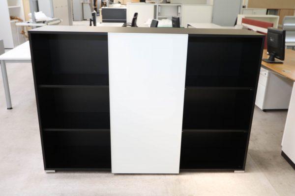 Palmberg Schiebetüren Sideboard mit weißer Glastür in schwarz Ansicht von vorne