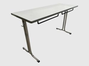 Schulungstisch 120x60 cm mit Stuhl und Taschenhalter Schrägansicht