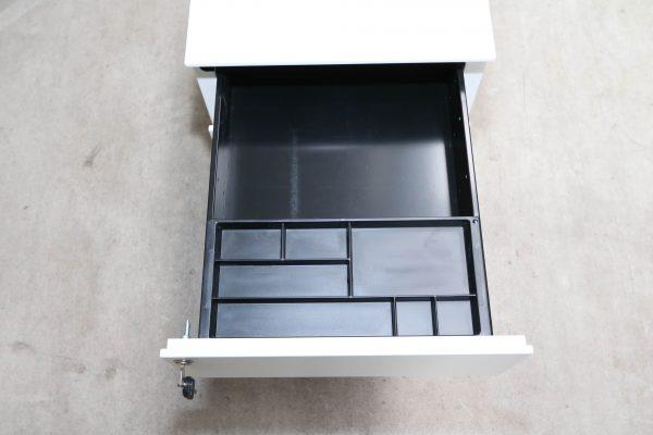 Sedus Rollcontainer Metall kurz Weiß erste Schublade mit Stifteinsatz