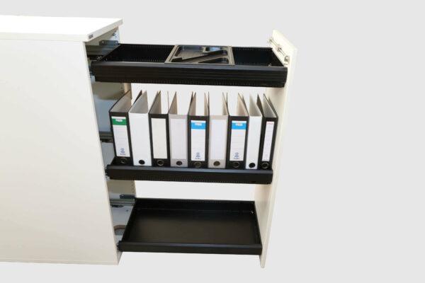 Sedus Apothekerschrank Hochcontainer weiß offen gefüllt Seitenansicht waagerechter Griff