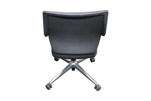 Sedus Crossline Drehstuhl aus schwarzem Kunstleder von hinten
