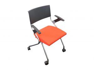 Sedus Flip-Flap Klappstuhl orangerot mit Chromgestell Schrägansicht