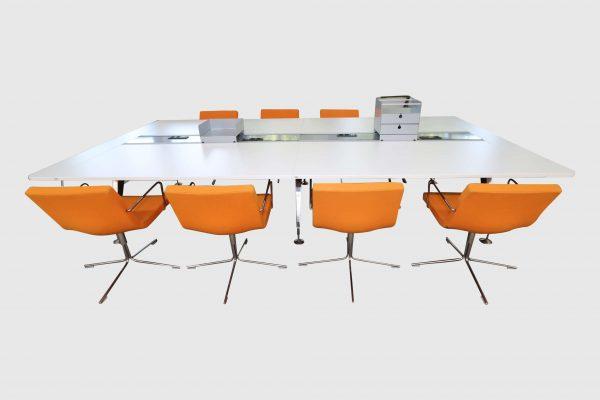 Sedus Invitation Konferenztisch Seitenansicht mit Stühle