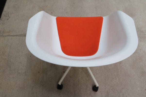 Sedus On Spot Besprechungssessel orangefarbenes Polster Aufsicht
