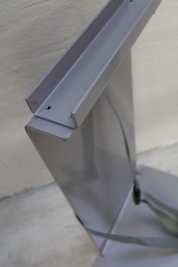 Sedus PC-Gehäusehalter versch. Farben in grau mit langem Boden Nahaufnahme oben