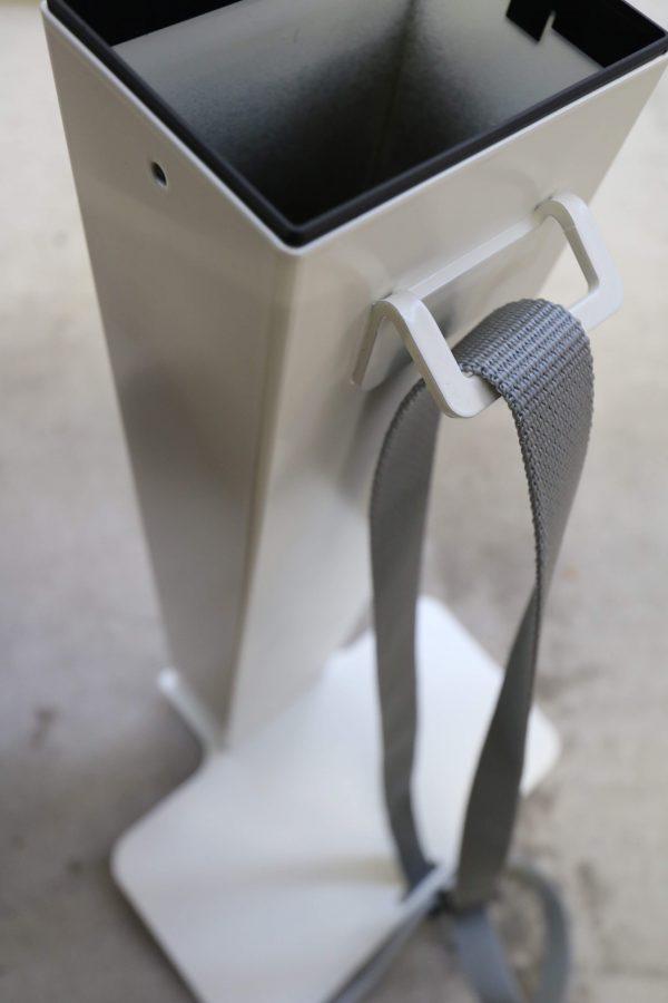 Sedus PC-Gehäusehalter versch. Farben weiß fürs Tischbein Nahaufnahme Sicht von oben