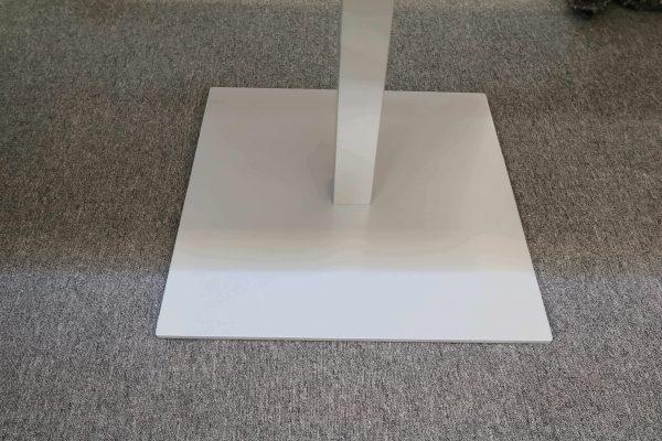 Sedus quadratischer Besprechungstisch in weiss Detailaufnahme Sockel