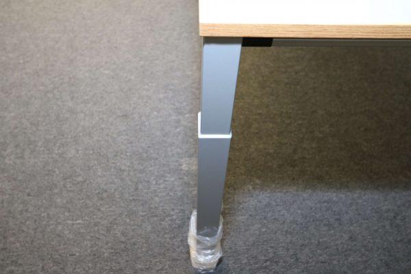 Sedus Rechteckschreibtisch Silber Eiche Echtholzkante Detailbeispiel Fuß