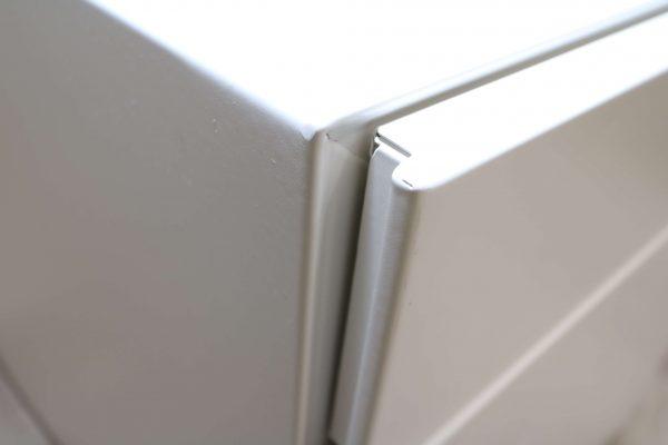 Sedus Rollcontainer Mustermöbel weiß Metall Griff Detail