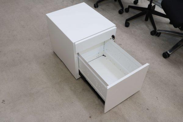 Sedus Rollcontainer Mustermöbel weiß Metall Schräg Ausgezogen