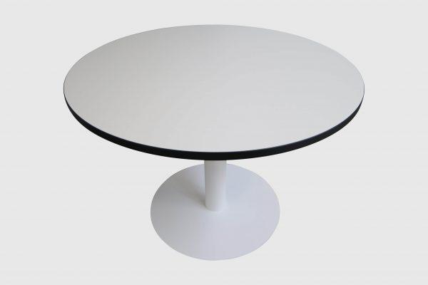 Sedus runder Tisch weiß mit schwarzer Kante Mustermöbel freigestellte Ansicht