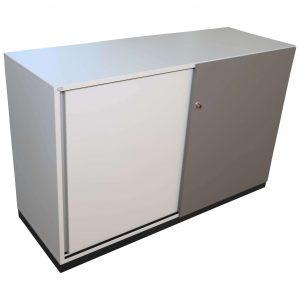 Sedus Schiebetüren-Sideboard 2OH 120cm weiß-grau Schrägansicht