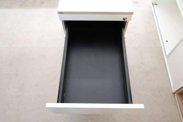 Sedus Standcontainer Akazie weiß mit tiefen Fach Lade geöffnet