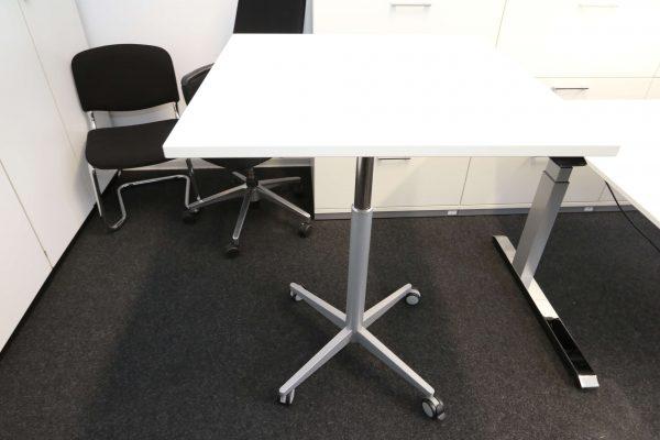 Sedus Steh-Sitz-Tisch weiß hydraulisch höhenverstellbar ausgefahren