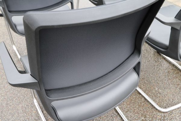 Sedus Swing Up Leder-Freischwinger schwarz 6 Stück Rückenlehne im Detail