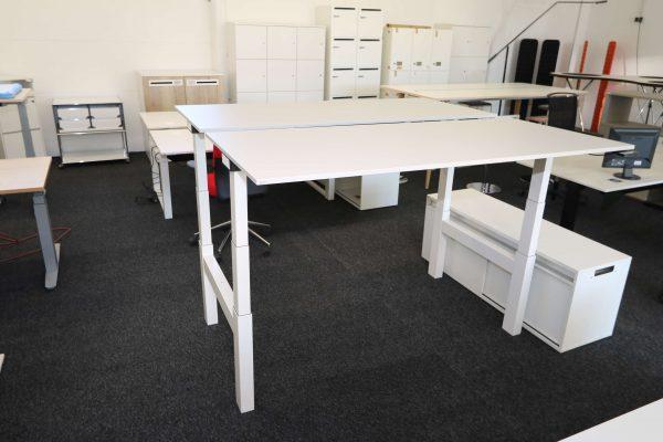 Sedus Temptation Doppelarbeitsplatz H-Gestell elektrisch höhenverstellbar beide Tische hochgefahren leichte Schrägaufnahme