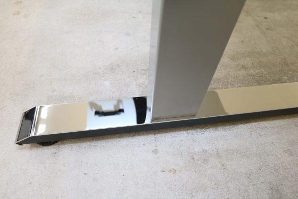 Sedus Temptation C Schreibtisch weiß mit 45 Grad Winkel Nahaufnahme Fuß