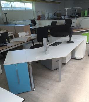 Sedus Temptation C Schreibtisch weiß mit 45 Grad Winkel Sicht von links