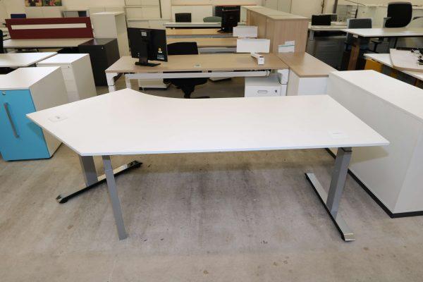Sedus Temptation C Schreibtisch weiß mit 45 Grad Winkel Sicht von vorne